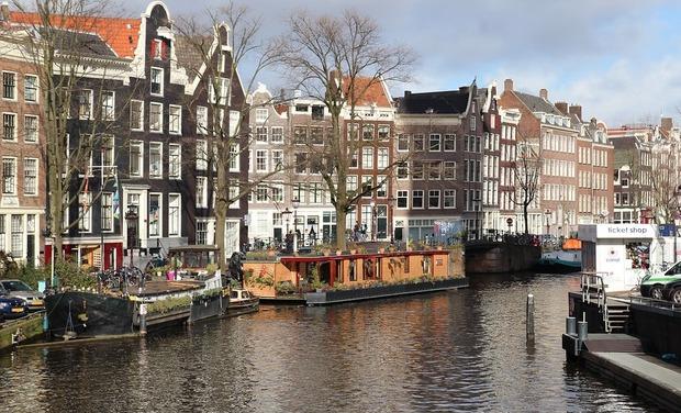 Visueel van project 55 p'tits Brestois dans le port d'Amsterdam...