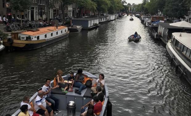 Visuel du projet Visite en petit bateau apéro sur les canaux d'Amsterdam pour les francais