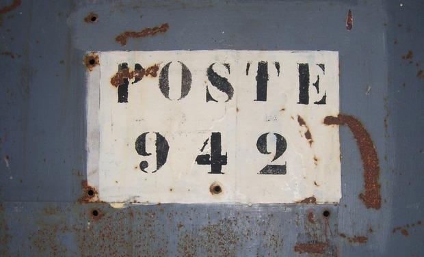 Large_poste_942