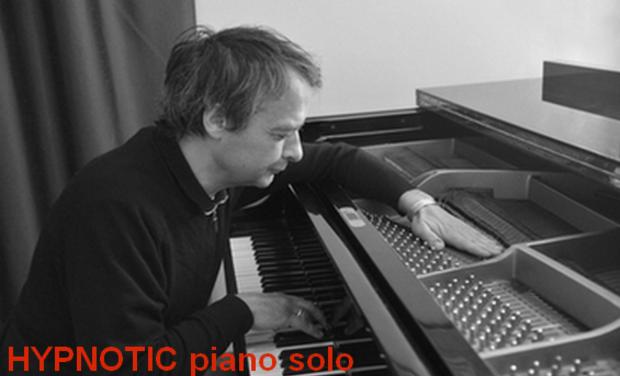 Large_hypnotic_gilles_de_la_buharaye_piano_solo-1423910089