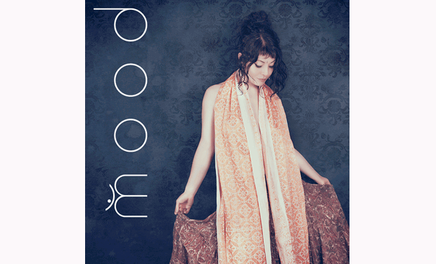 "Visueel van project Premier album de la chanteuse m o o d  ""d o  o m"""