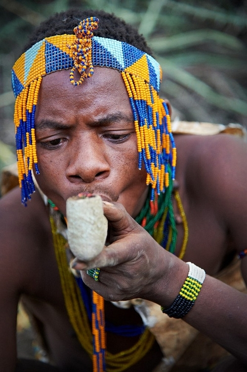 Tanzania-lake-eyasi-hadzabe-tribe-smoking-weed-1408729045