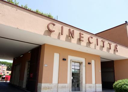 Cinecitt__-_entrance_petite-1408993327