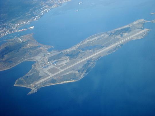 La-piste-de-l-aeroport-d-ushuaia-1251976373-1205479-1413558623