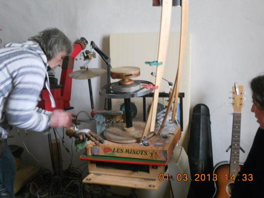 Visite_de_l_atelier_d_un_luthier_sauvage-1415968473