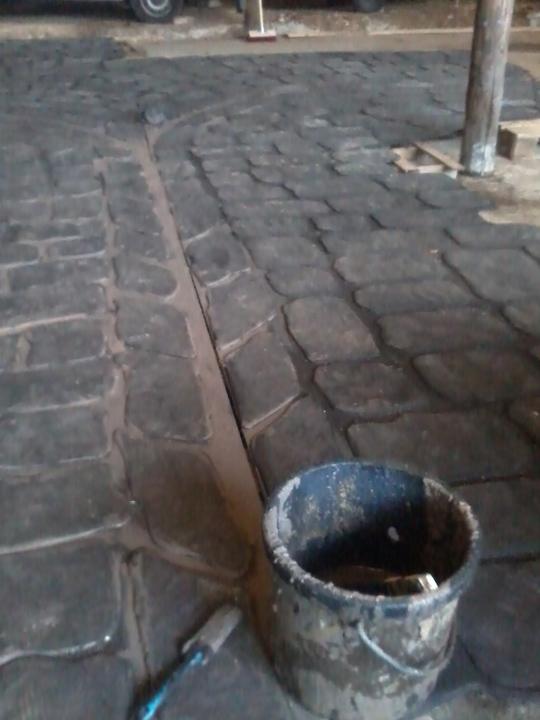 Sol_pave___peinture_2e_couche_marron-1416857380