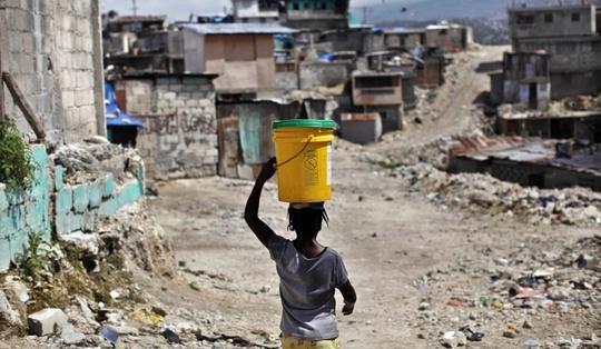 Haiti-seau-d-eau-quartier-detruit-port-au-prince-1417701622