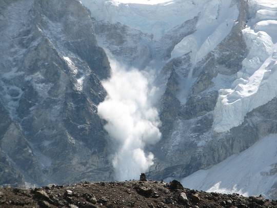 Avalanche_on_everest-1418597544
