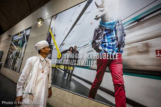 Khamu_et_la_pub_metro-1420494397