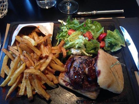 Hamburger-maison-steak-1421292379