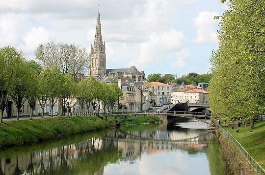 Fontenay-le-comte-notre-dame-1422127071
