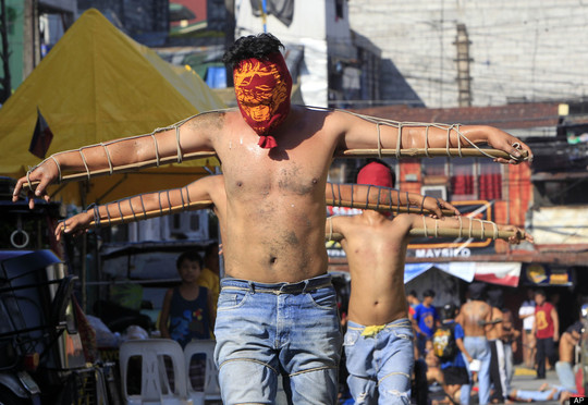 Holy_week_thursday__april_5__2012__in_mandaluyong_city_-1426596495