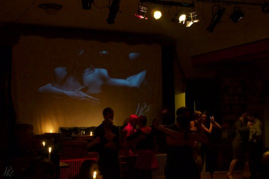 Tango_milonga_embrace_dance_berlin_germany_2014-20-1426796239