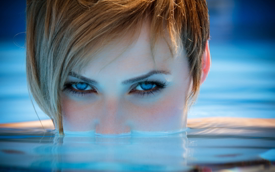 Woman-pool-blue-eyes-1427823468