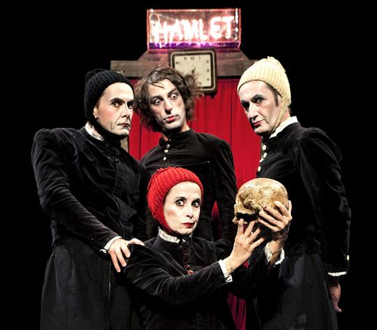 Hamlet_team_kiss_kiss_2-1428010546