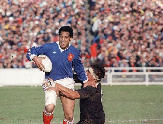 186765_le-francais-serge-blanco-face-a-la-nouvelle-zelande-lors-de-la-finale-du-mondial-1987-a-auckland-1428420709