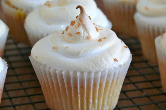 Lemon_meringue_cupcakes-1428592001