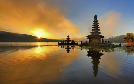 Bali_kiss-1428681618
