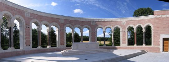 Seringes-et-nesles_oise-aisne_american_cemetery_-_central_memorial-1429024530
