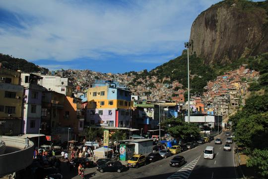 Favela_d_en_bas-1430130461