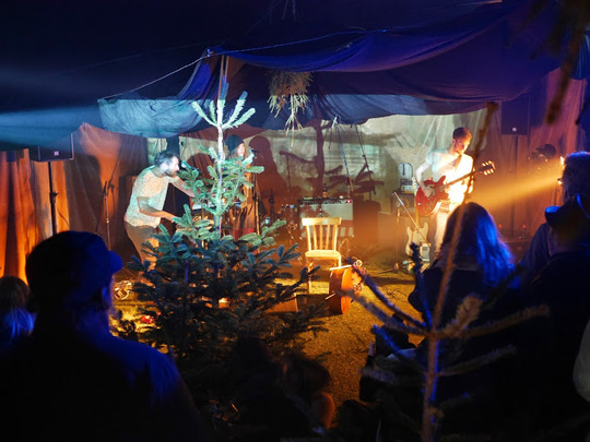 Christmas_tree_party-1431442823