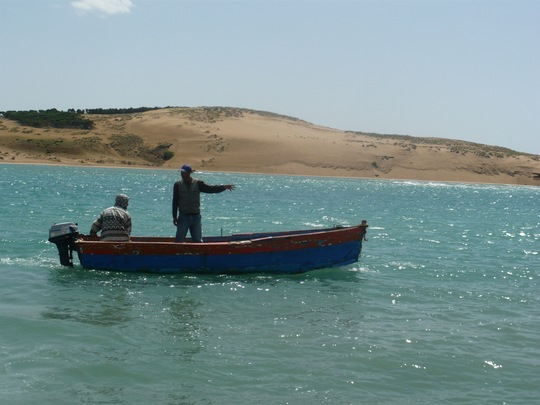 Sur_la_lagune_-_barque_bois-1431963773