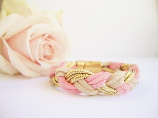 Bracelet_large_tress__su_dine_rose_cordelette_dor_e_fermoir_magn_tique_dor___540x405_-1432226300