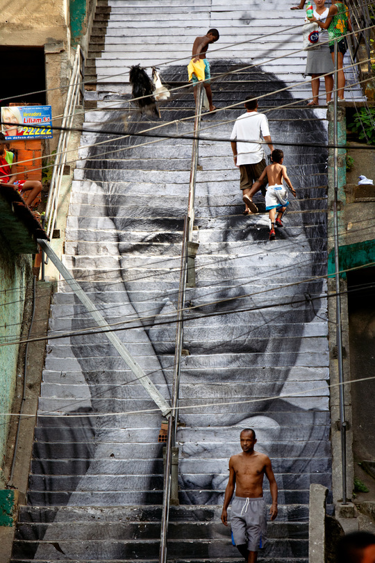 Light-28_millim_tres_-_women_are_heroes__action_dans_la_favela_morro_da_provid_ncia__escalier__close-up__rio_de_janeiro__br_sil__2008-1433945877