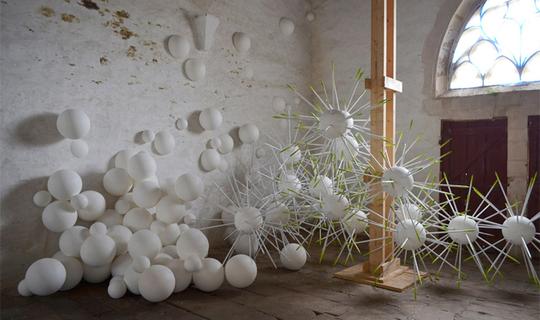 Installation_atrux-tallau_chapelle_saint-nicolas-des-eaux__plum_liau_2013_-1434618253