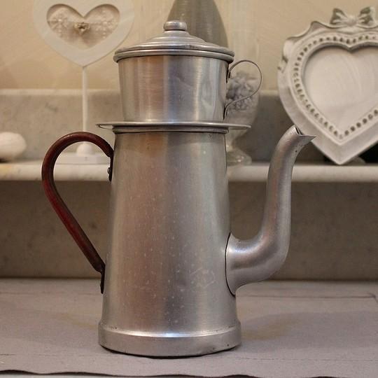 Cafetiere-ancienne-en-alu-1439061944
