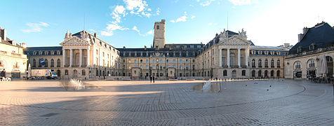 476px-palais_des_ducs_de_bourgogne_dijon-1439481281