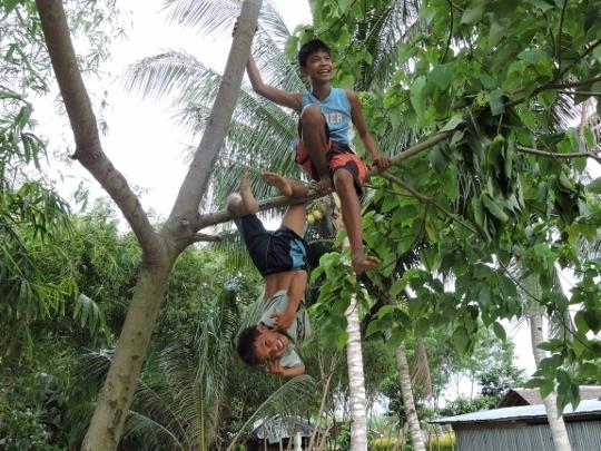 Kids_and_monkey_kids_017__540x405_-1443606941