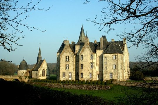 Large_chateau-de-bourgon-1-1444086605
