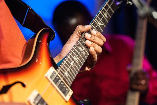 Lionel-loueke-guitare-1444308533