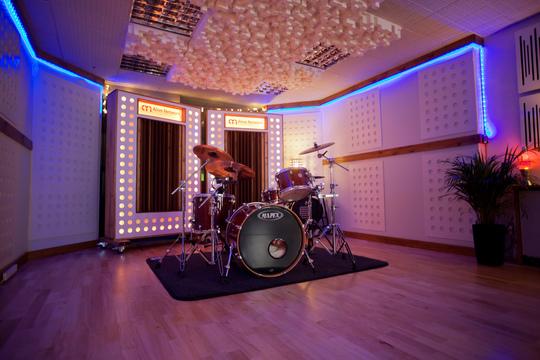 Studio_2-1448366241