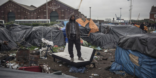 4480829_3_3e09_un-camp-de-migrants-rue-lamy-a-calais_753774c3b97fddd704ee65090e89bbdd-1448811932