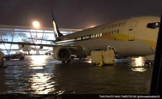 Chennai-airport-flood_650x400_41448990103-1449611387