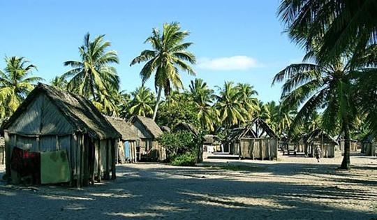 Petit_village_de_mahela_-_canal_des_pangalanes_mananjary-1454590866