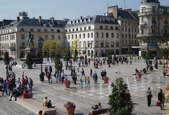 Place_du_martroi___mairie_d_orl_ans_avec_cr_dit-1454839861