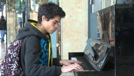 Ludo_piano-1454932986