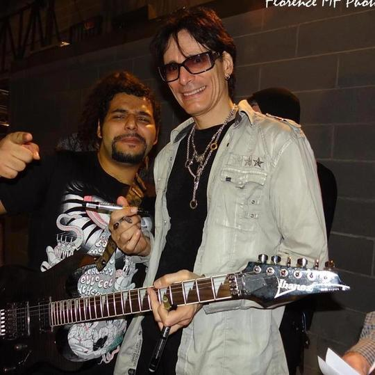 Steve_vai_backstage_apres_la_premiere_partie_milan_11_12-1455791773