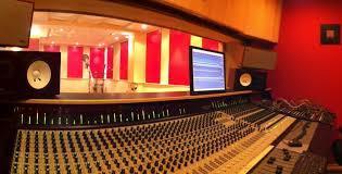 Studio-1456873724