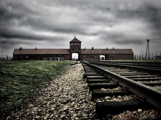 Auschwitz-credits-yam-amir-1457985481