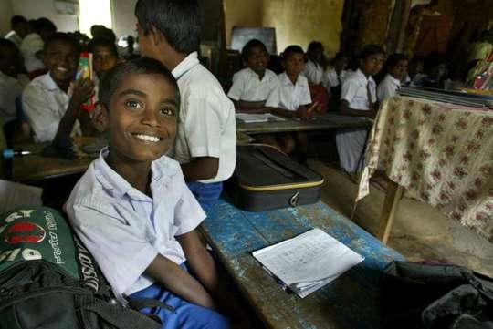 Enfant-_-l_cole-jaffna-1459281500