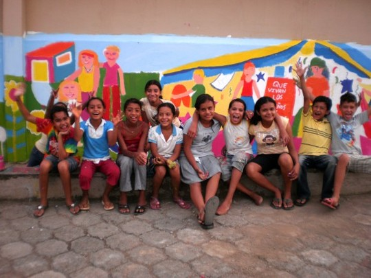 Mural_painted_by_children_in_san_juan_del_sur-1460296448