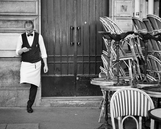Paris_ville_contrast_e_-_la_pause_du_cafetier-1460727695