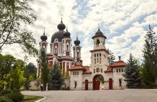 Manastirea-curchi-9-1461179773