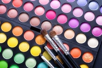 8721926-palette-de-maquillage-professionnel-ombres-1461611943