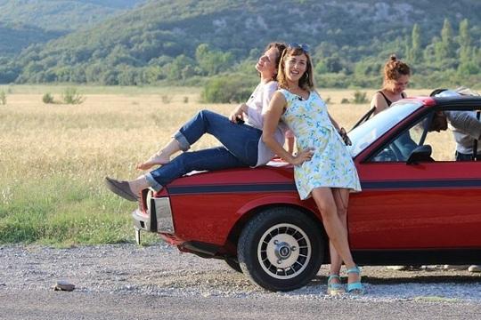 Les_filles_sur_la_voiture-1461787451