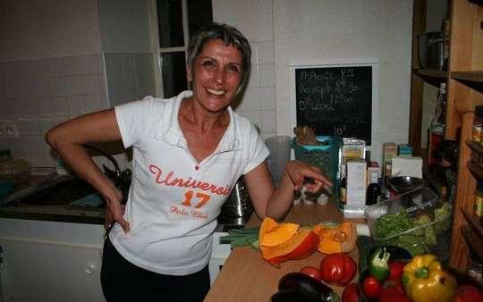 Pdans-une-demarche-pedagogique-pilar-va-expliquer-les-bienfaits-de-l-alimentation-vegetarienne-p-o-julien-p-1462606466
